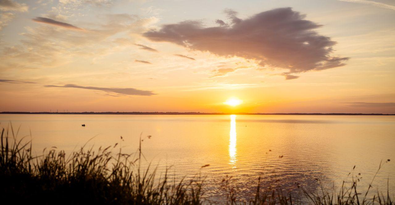 Zeigt Sonnenuntergang
